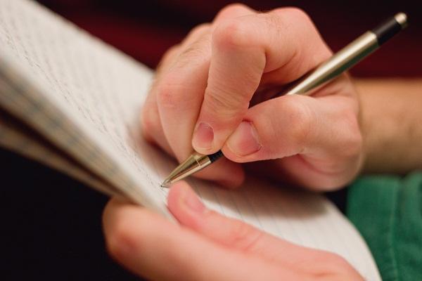 писать ручкой