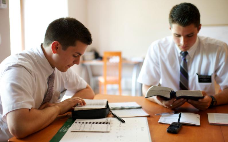місіонери обирають тему для вивчення
