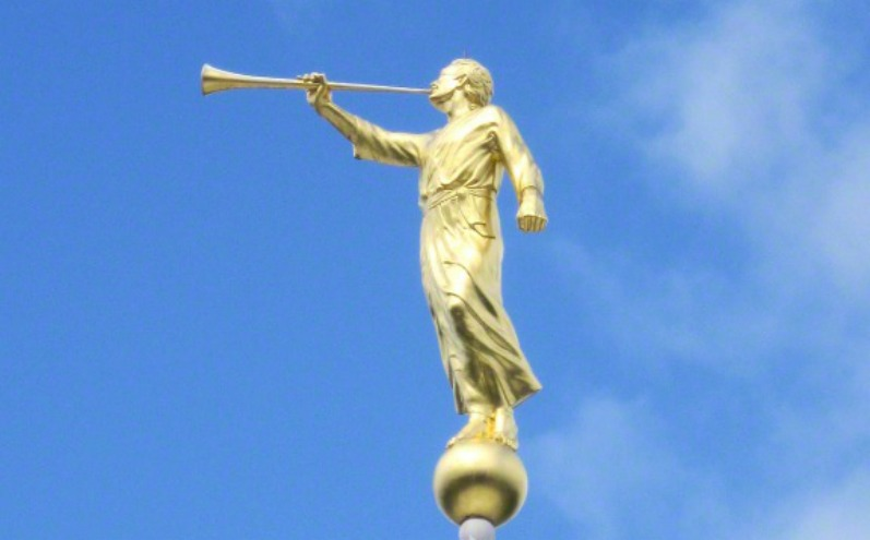 статуя Ангела Моронія на храмах Церкви СОД