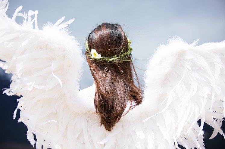 дівчина у подобі ангела