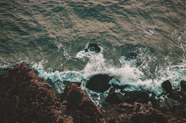 пливучи хвилями сумнівів
